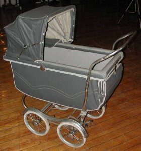 Photo from https://www.liveauctioneers.com/item/4239760_1940s-1950s-baby-carriage-2792